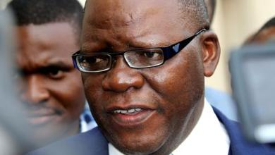 Photo of Tendai Biti arrested in Karoi, then receives death threats