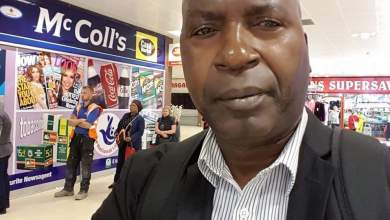 Photo of Zimbabwean author, aged 64, survives by begging on U.K. streets| VIDEO