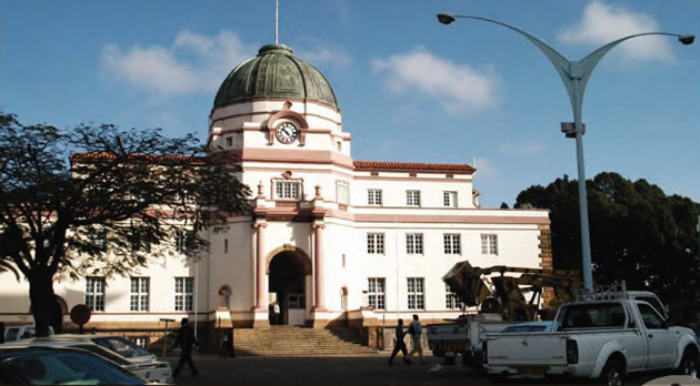 Armed Robbers Storm High Court, Leave Police Injured