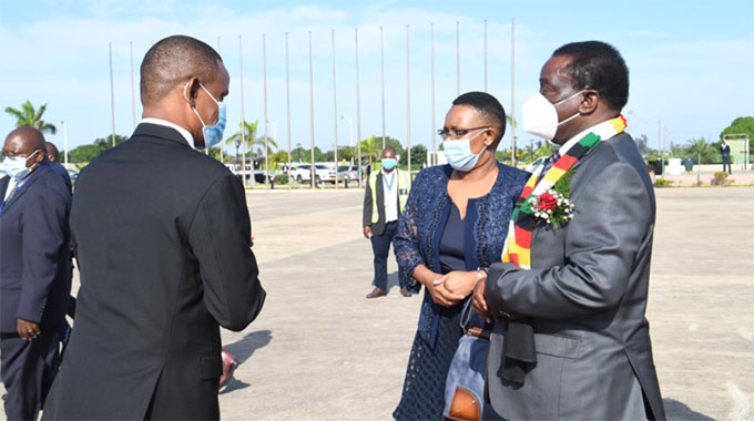 President arrives in Mozambique