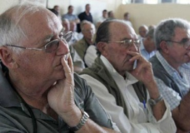 More than 200 white Zimbabwean farmers have applied to remain on the land