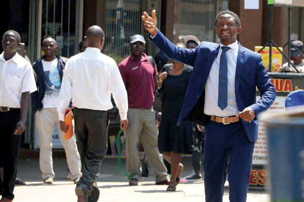 YOU ARE DAYDREAMING :VENDORS TELL MUGABE