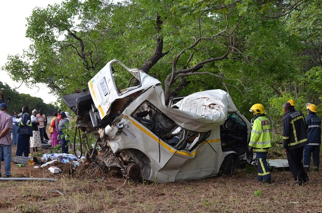 KOMBI FROM SA CRASHES, FOUR DEAD