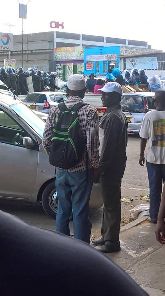 POLICE BEATEN BY HARARE VENDORS IN CLEAR OUT FURORE