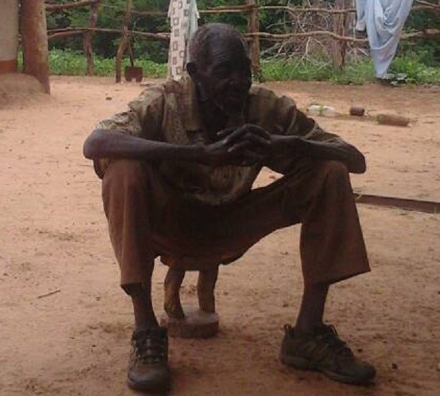 'MUROYI' CAUGHT RED HANDED AT GRAVEYARD TURNING DEAD NEIGHBOUR
