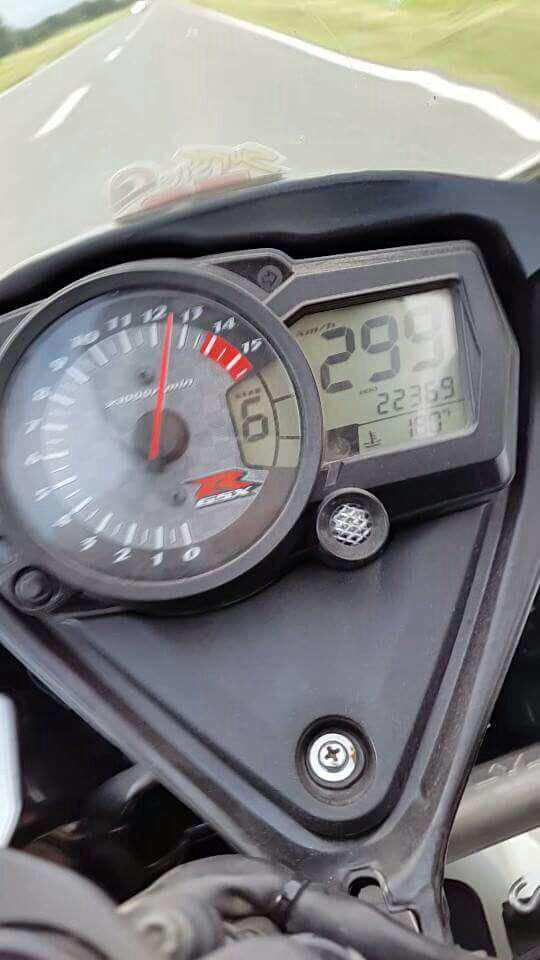 HORROR CRUSH AS MAN TRIES TO DO 300km/hour : PICTURES