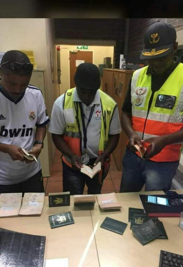 ZIMBABWE BUS DRIVER BUSTED WITH 16 PASSPORTS AT BEITBRIDGE BORDER POST