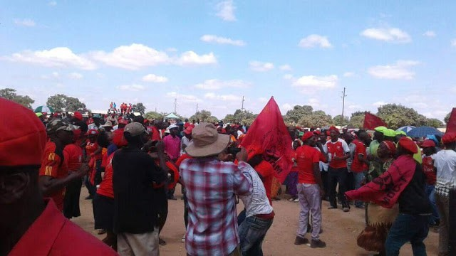 THOUSANDS TURN UP FOR MDC CHAMISA KWEKWE RALLY