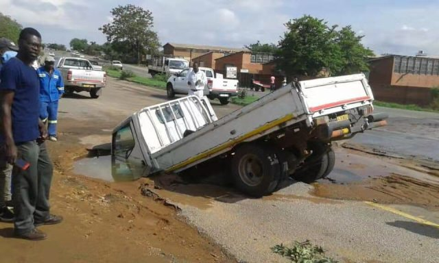Bulawayo Explains Truck Sinking In Pothole Incident As Video Goes Viral