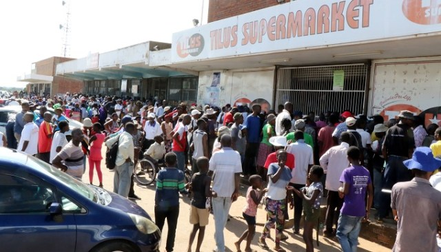 Chaos Breaks Out In Bulawayo Over Mealie-Meal Shortages During National Lockdown