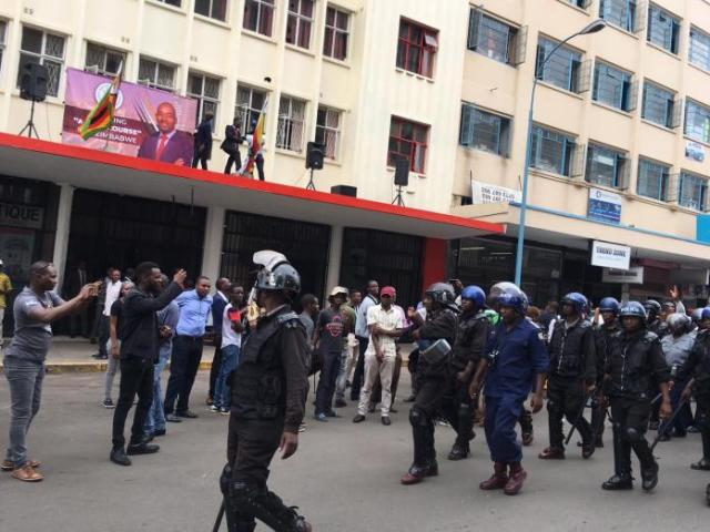 Police lay siege of MDC headquarters