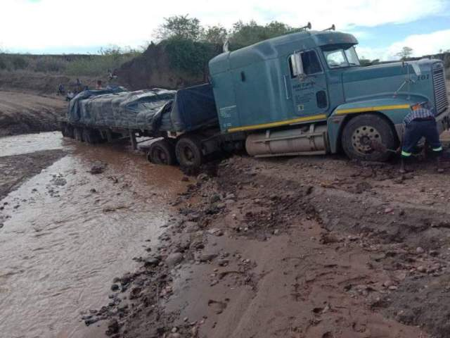 Gokwe Villagers Making A Killing Extracting Vehicles Stuck In Muddy Roads