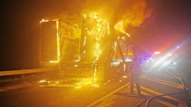Photo of #XenophobiaUpdate: Truck blocked and set on fire in Cape Town