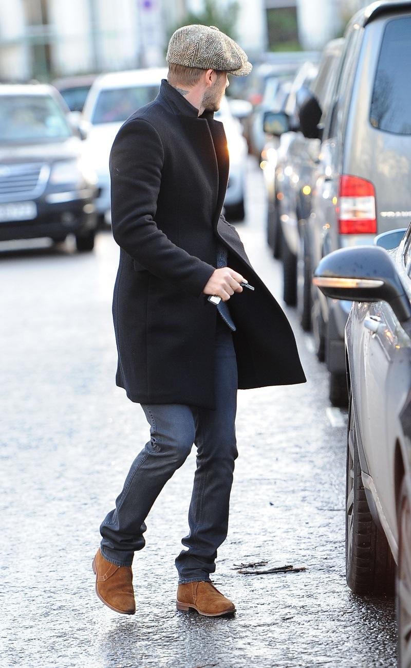 Rudi-su-juodu-virsutiniu-rubu Juodi ar rudi batai - ką pasirinkti vyrui?
