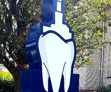 Leuchtender Zahn