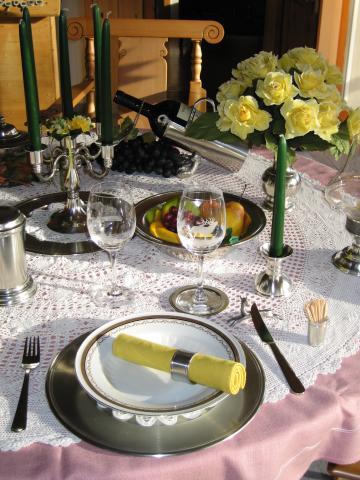 Zinnplatzteller, Serviettenring, Messerbänkli, Glasuntersetzer, Vase, Kerzenleuchter, Kerzenstöckli, Früchteschale