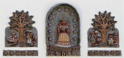 Kerámia kompozíció a KBO épület falán – Hoffer Ildikó keramikus művész alkotása
