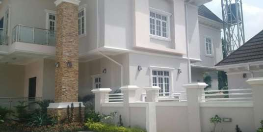 A 4 BEDROOM FULLY DETACHED DUPLEX