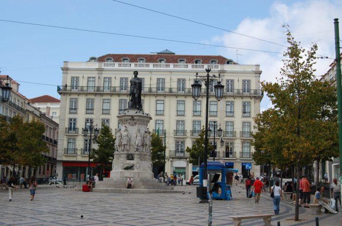 Praça_Luís_de_Camões_(Lisboa)