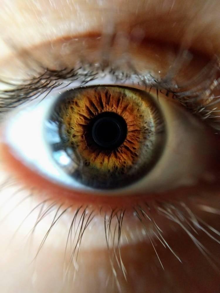 Ako na prejasnené očné okolie?