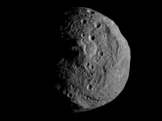 NASA's Dawn spacecraft obtained this image with its framing camera on July 17. It was taken from a distance of about 9,500 miles away from the protoplanet Vesta. Each pixel in the image corresponds to roughly 0.88 miles. (c) NASA