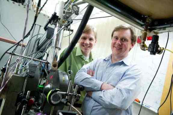 Troy Van Voorhis, professor of chemistry (left), and Marc Baldo, professor of electrical engineering (right). Photo: MIT