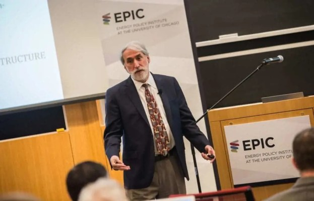 Dr. Daniel Nocera speaking at the EPIC seminar series hosted by the University of Chicago. Image: University of Chicago