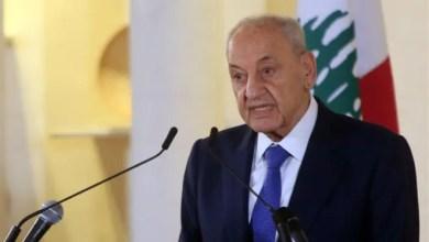 صورة بري يوقّع القوانين التي أُقرّت امس ويودعها رئاسة مجلس الوزراء