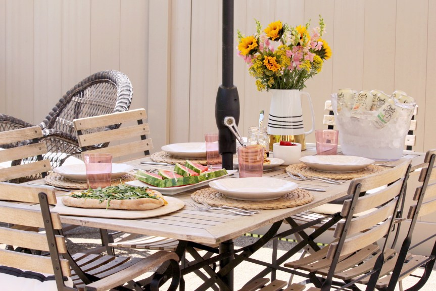 Find out how to plan the perfect summer brunch menu with these 4 essentials that guarantee a great menu every time!