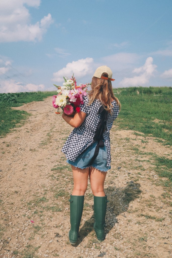 gingham and hunter boots outfit