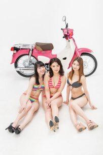 仮面女子とバイク Honda スーパーカブ110・『天気の子』ver.・川村虹花・水野ふえ・百瀬ひとみ