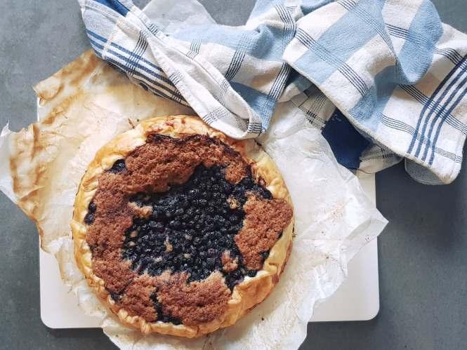 Walnotentaart met blauwe bessen