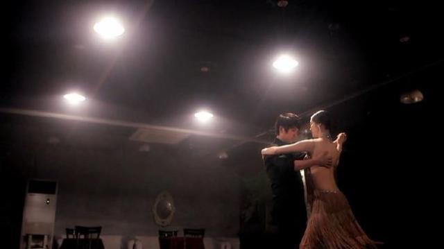Shim Ji Hye dances with Gook Chun Soo -2