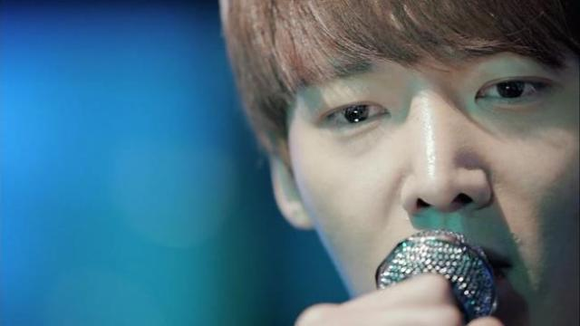 Oh Chang Min sings