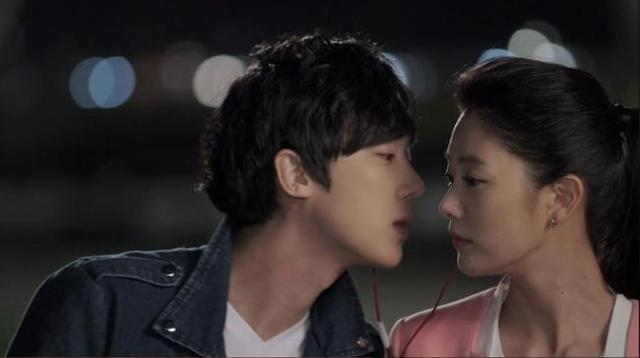 Im Yong Kyu about to kiss Han Ah Reum