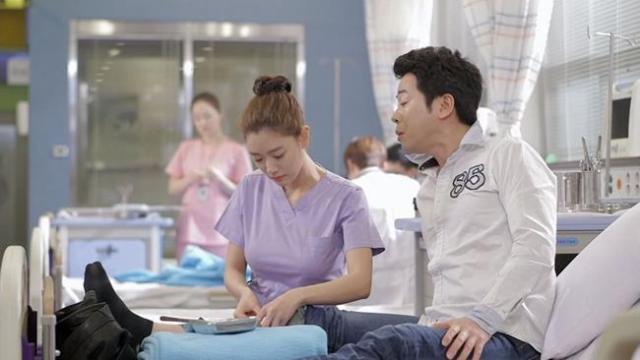 Pervert peeks at Han Ah Reum