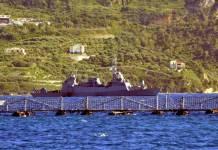 Corbeta de la clase Eilat-Sa'ar 5 navega en la bahía de Souda durante el ejercicio Noble Dina 2015. Imagen: U.S. Navy - Mass Communication Specialist 2nd Class Jeffrey M. Richardson