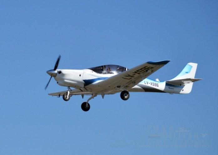 IA-100 durante su primer vuelo. Su evolución al IA-74 apunta a satisfacer tanto las necesidades de la FAA como del mercado civil. Imagen: Zona-Militar.