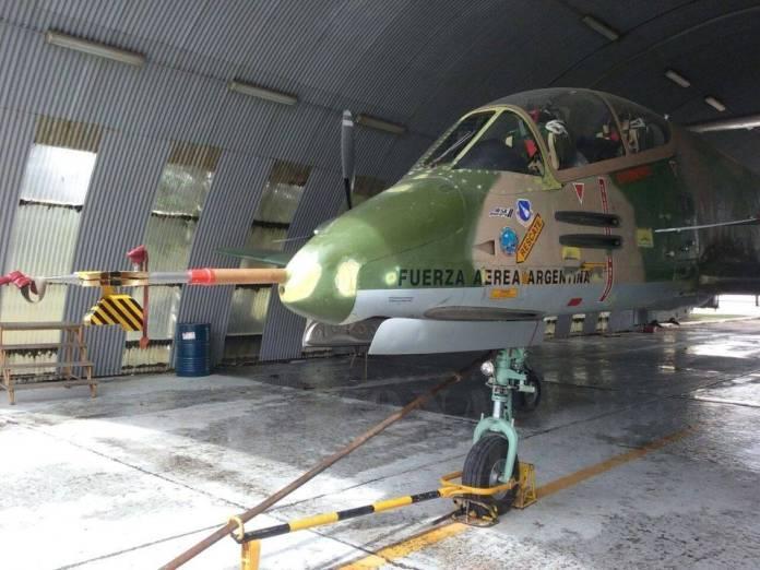 El Pucará AX-561. Se aprecia claramente sonda de pitot, ángulo de ataque y temperatura total. Imagen: Zona-Militar.