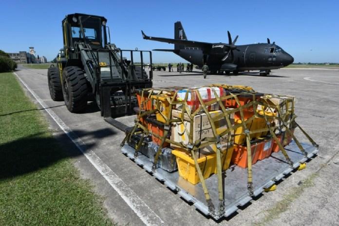 En el Palomar se realizó carga de palet compatible con el C-130 Hércules. Imagen: Leonardo Finmeccanica.