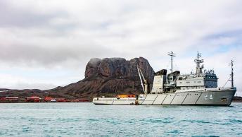 """27-12-18-El-aviso-ARA-""""Islas-Malvinas""""-reabastece-a-la-base-Carlini-12"""