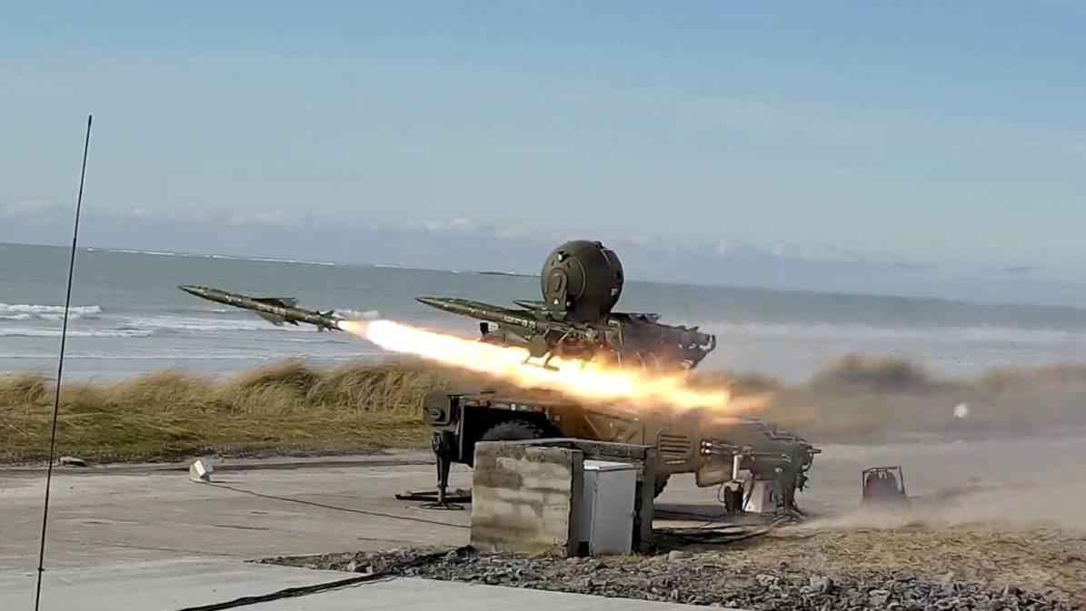 Batería equipada con misiles antiaéreos Rapier para su despliegue en las Islas Malvinas