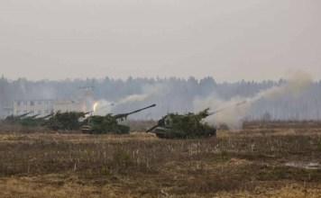 Rusia realiza ejercicios con taques en Crimea