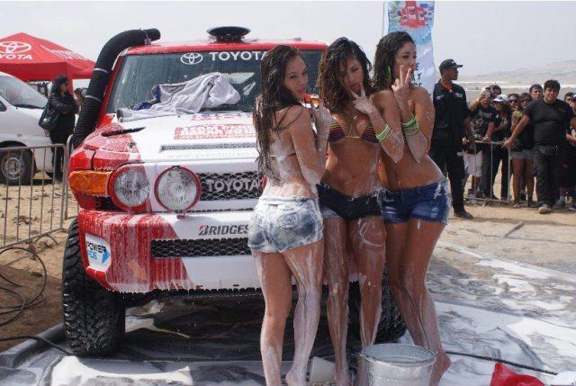Las vengadoras mojadas en un sexy Car Wash (4)