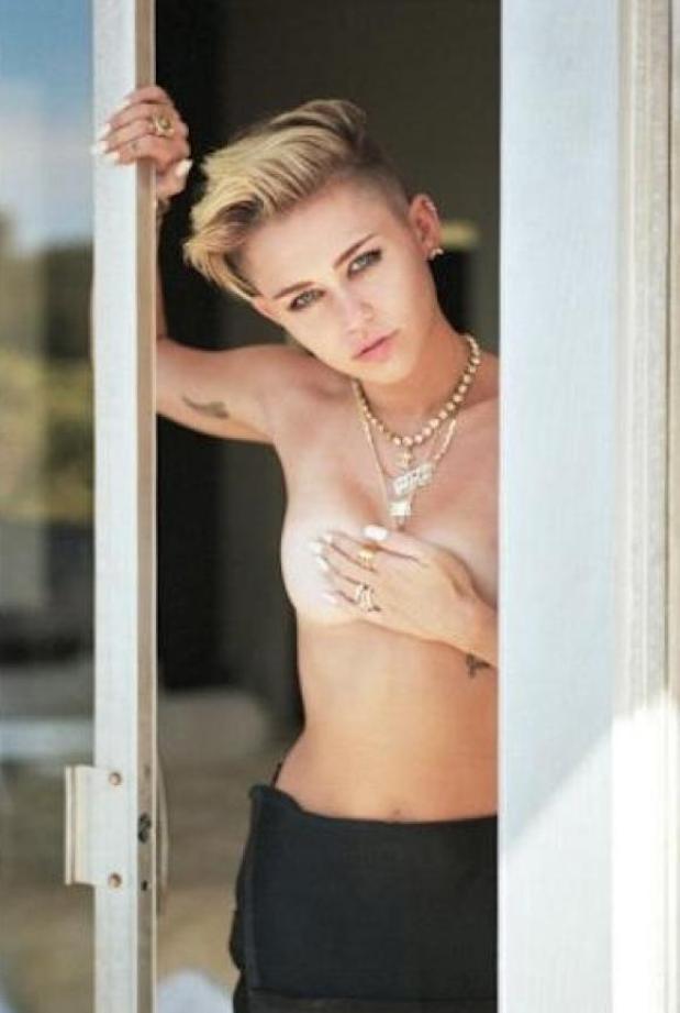 Miley Cyrus en topless (2)