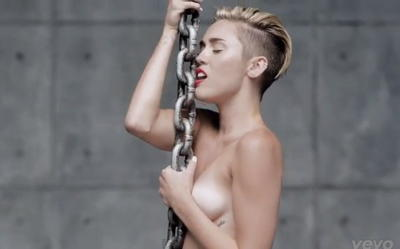 miley-cyrus-desnuda-videoclip-wrecking-ball