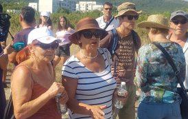 Жители на Атия се събраха на протест срещу депото за опасни отпадъци (СНИМКИ)
