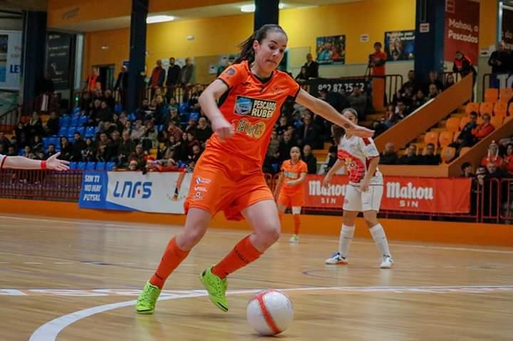 """Patricia González """"Peque"""" (Burela FS): """"Esta temporada me encuentro feliz, tenía muchísimas ganas de volver a 'casa' y disfrutar de la liga española."""""""
