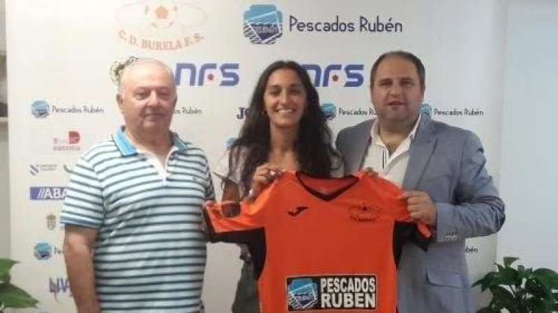 """Jenny Lores (Jugadora de Pescados Rubén Burela): """"Los objetivos serían igualar y mejorar lo que se consiguió la temporada pasada, revalidar la Copa Galicia y la Copa de la Reina y pelear por el título de Liga"""""""