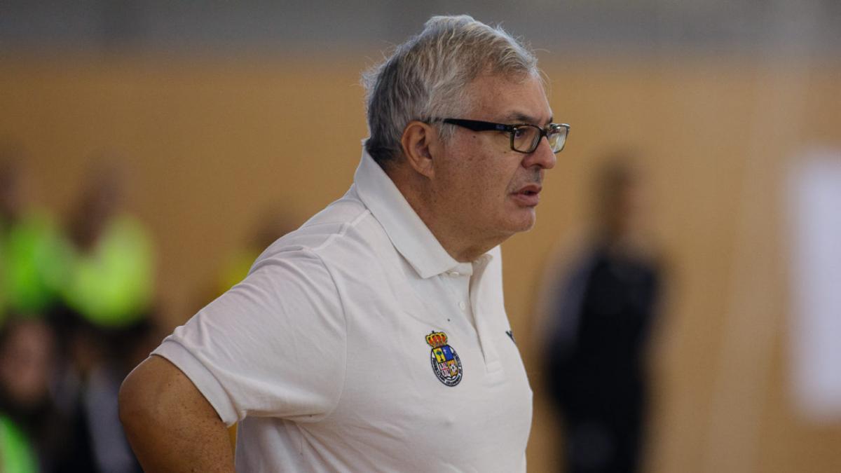 """Luis Ángel Corredera: """"Me gusta que mis equipos muestren una defensa agresiva y ataques directos"""""""